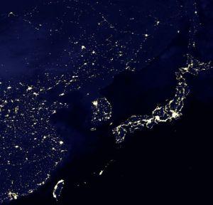 Ein Satellitenbild der NASA aus dem Oktober 2009 zeigt Nordkorea völlig verdunkelt