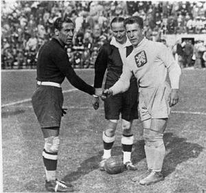 Giampiero Combi und Frantisek Planicka vor dem Finale in Rom