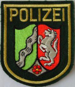 In der Veltins-Arena verteidigte die Landespolizei Nordrhein-Westfalen Gewaltanstifter vor ihren Opfern
