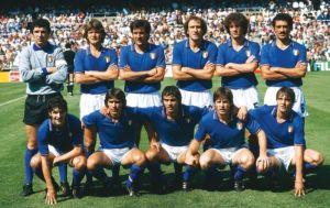 Die italienische Mannschaft vor dem Zwischenrundenspiel gegen Argentinien